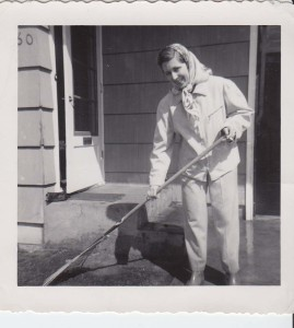 a 1956 Mom raking